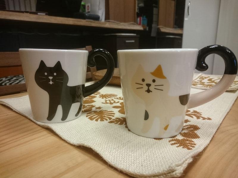 新製品のしっぽマグ黒猫と三毛猫